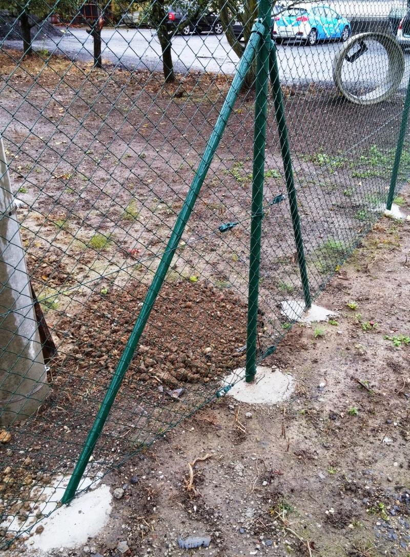 Jak zabetonovat sloupky na plot